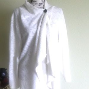 Sweaters - Versital white cozy cardigan sweater.